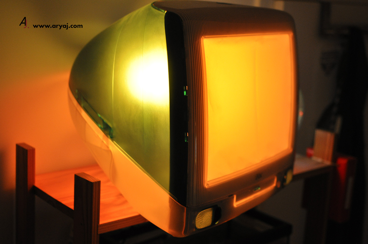 iMac G3 Lamp picture yellow side